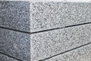 oporniki z granitu