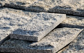 boniówka elewacja z granitu