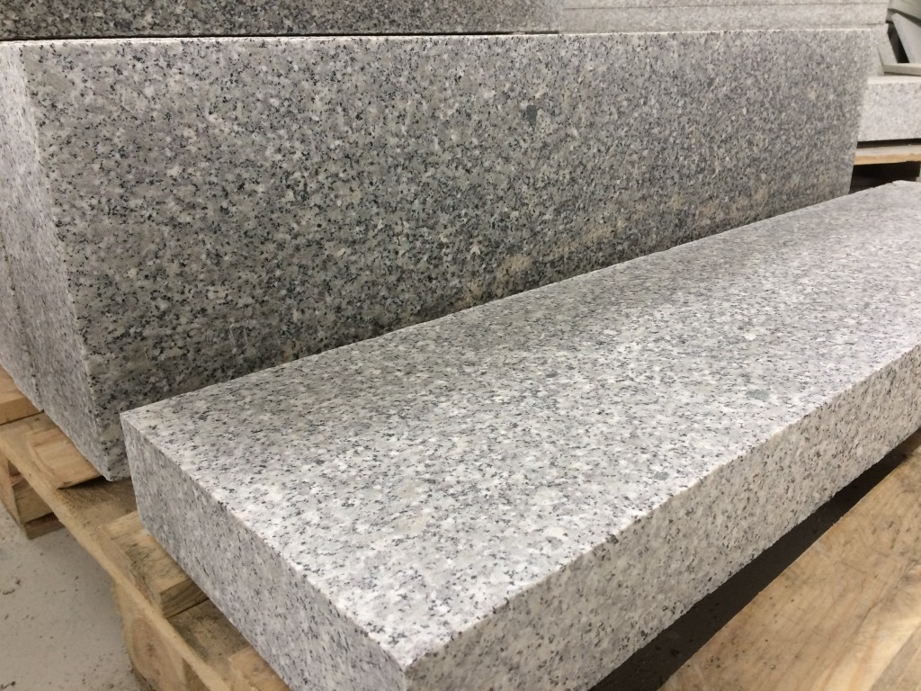 Oporniki granitowe