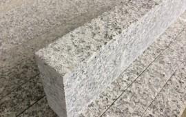 Opornik z granitu
