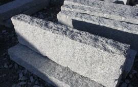 opornik granitowy surowo-łupany