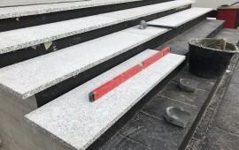 Schody granitowe szare